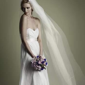 Décolleté en coeur, coupe fluide. Source : Vintage Wedding Dress Company