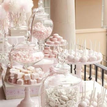 Candy corner rosa con jarrones de cristal. Credits Aliexpress