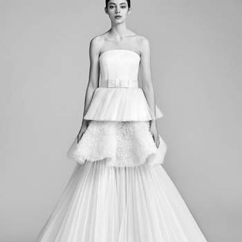 Foto: TEXTURAL TULLE TIER GOWN, Viktor and Rolf.