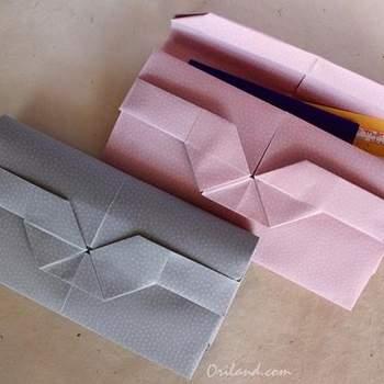 ¿Estás buscando invitaciones para tu boda sencillas y económicas? Conoce algunas opciones estilo origami y en papeles decorados. Crédito Yuri and Katrin Shumakov
