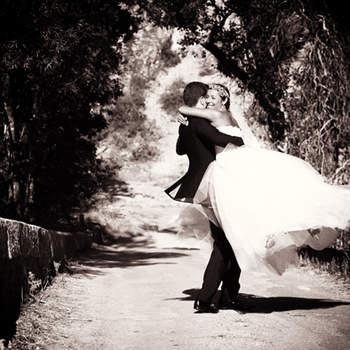 A propos du photographe : Paca Mariages c'est tout d'abord Gilles Perbal, un photographe professionnel qui exerce depuis plus de 18 ans. Alors qu'il est actuellement basé en Provence dans le Var, il propose aussi de réaliser vos photos de mariage dans d'autres régions de France et même à l'étranger si nécessaire.  Si cette photo est selon vous, LA PLUS BELLE PHOTO DE MARIAGE, laissez un commentaire ci-dessous en indiquant le n°25