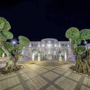 Le Due Torri Event: Un giardino dallo stile unico e ricercato. Il ricevimento di nozze non può che svolgersi qui.