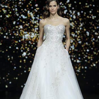 Pronovias. Credits: Barcelona Bridal Fashion Week.
