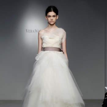 Vestido de noiva com cinto.