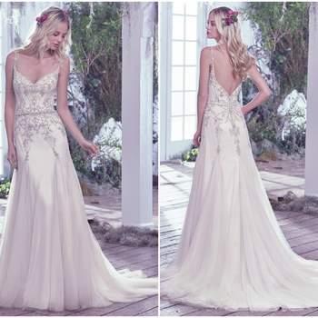 """Moderno e romântico, esse vestido é adornado com cristais Swarovski aplicados em um tule leve e delicado. Os detalhes de pregas da saia criam um volume e leveza especial no modelo, que também é destacado pelo decote nas costas e os botões de cristal.  <a href=""""https://www.maggiesottero.com/maggie-sottero/andraea/9720"""" target=""""_blank"""">Maggie Sottero</a>"""
