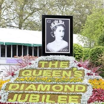 As flores converteram-se no acessório definitivo dos casamentos (e respectivas passerelles), e tiveram grande destaque no Chelsea Flower Show, o festival anual solidário de flores de Londres.