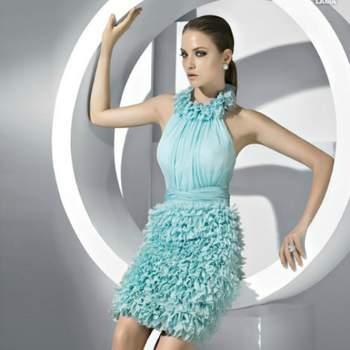 Couleur vert menthe pour cette robe courte Pronovias.  Photo www.pronovias.com