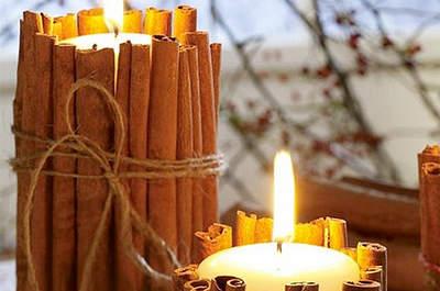 Centros de mesa con velas y ramas de canela. Foto: becomingthemrs.com
