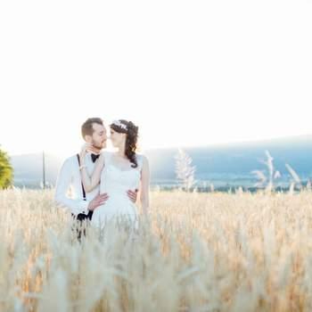 Liebes Brautpaar Ich habe meinen Traumberuf in der Hochzeitsfotografie gefunden. Die Begegnungen mit so vielen liebenswürdigen Menschen inspirieren mich jeden Tag aufs Neue.   Sie begleiten zu dürfen an einem der wichtigsten Tage in ihrem Leben, erfüllt mich mit einer unbeschreiblichen Freunde. Kurz gesagt, ich LIEBE meinen Job.  Wenn ich mal nicht auf einer «Hochzeit tanze», schnappe ich mir mein Snowboard und geniesse die Schweizer Pisten. Als Ausgleich hierzu findet man mich auch gelegentlich in warmen Gewässern - beim Schnorcheln und Tauchen.   Ich freue mich schon sehr auf auf ein Kennelernen mit Euch.   Herzlichst Eure Sabine