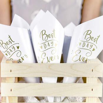 Cono Para Arroz Best Day Ever Blanco y Oro 10 unidades - The Wedding Shop