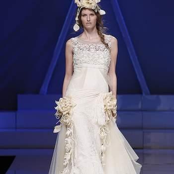 Robe de mariée avec appliques de fleurs, ultra glamour. Photo : Barcelona Bridal Week