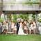 En algunos casos, las sombrillas no son solo el complemento ideal para las novias, sino también para sus damas de honor. Foto: KTMerry photography.