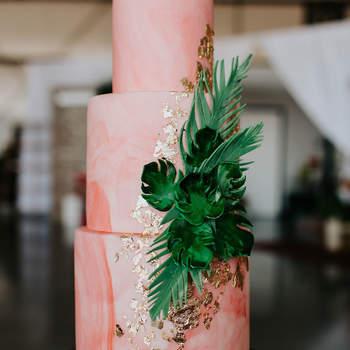 Inspiração para bolos de casamento de 3 andares | Créditos: Alexandria Monette Photography