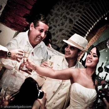 Un toast aux heureux mariés ! - Photo : alvaro delgado