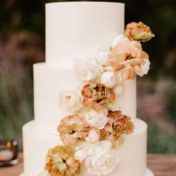 Inspiração para bolos de casamento de 3 andares | Créditos: Lauren Scotti Photography
