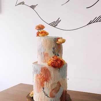 Foto: Hey Sugar Mx  - Pastel de bodas de dos pisos y tonos naranjas