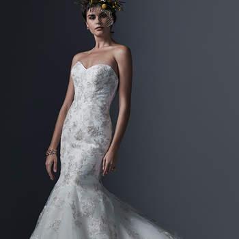 """Silhouette scintillante et métallisée brodée avec de la dentelle. Tulle et coupe évasée sublimes pour cette robe caractérisée par un décolleté en coeur.  <a href=""""http://www.sotteroandmidgley.com/dress.aspx?style=5SW624"""" target=""""_blank"""">Sottero &amp; Midgley</a>"""