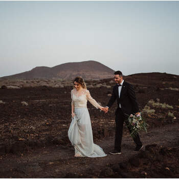 Rocky beach elopement styled shoot in Tenerife! | Foto: Rivers & Roses Photography