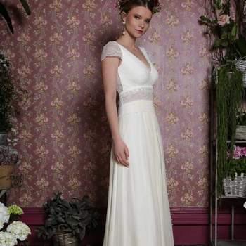 Robe de mariée intemporelle modèle Zenia - Crédit photo: Elsa Gary