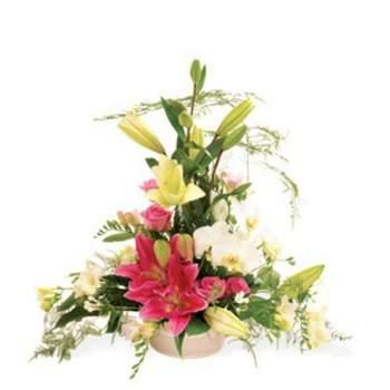 Centre de table Empire composées de fleurs nobles roses et blanches qui promet des moments d'exception - Crédit photo: Atelier Floral