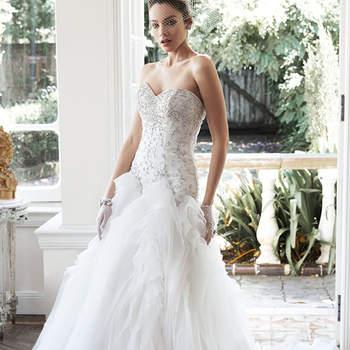 """Cristais brilhantes e pérolas Swarovski adornam o corpete do vestido de casamento de tule e organza Chic com saia bem volumosa. Acabado com decote coração e feche tipo espartilho.   <a href=""""http://www.maggiesottero.com/dress.aspx?style=5MS668"""" target=""""_blank"""">Maggie Sottero</a>"""
