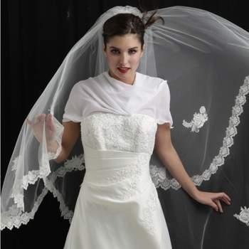 Voile de mariée Beauté bordé de dentelle Coloris. Crédit photo: Mariage Pronoce