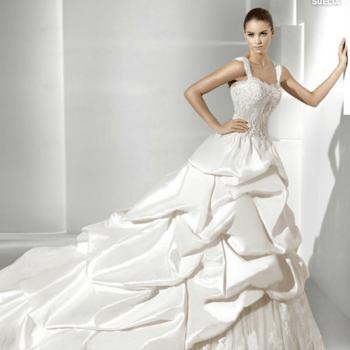 Robe de mariée La Sposa 2012 à fines bretelles. Effet de superposition ravissant. - Source : splasposa.com