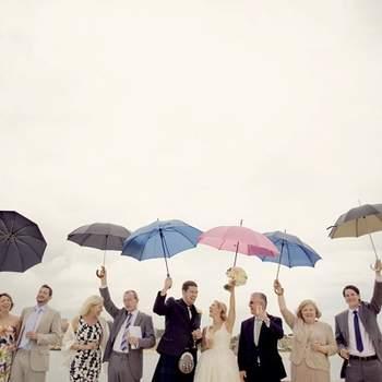 «Gostamos de momentos alegres e espontâneos, este ainda se torna mais especial porque foi debaixo de chuva... que não estragou a festa e fez de uma situação que não é ideal fotograficamente um momento feliz que nós adoramos.»  piteiraphotography.com