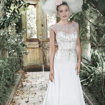 """Puro glamour é encontrado neste vestido de tule e cetim Shimmer, acentuado com um decote ilusão e-mangas polvilhado com cristais Swarovski e pérolas. , Feches com  botões de cristal e zíper.  <a href=""""http://www.maggiesottero.com/dress.aspx?style=5MW667SA"""" target=""""_blank"""">Maggie Sottero</a>"""