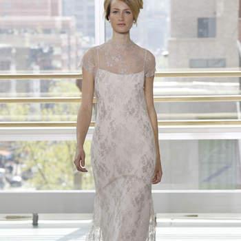 Vestido de novia vintage, corte columna, escote cisne con tela estampada