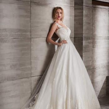 Vestido de novia romántico con tirantes de encaje, volumen en la falda y escote en la espalda.