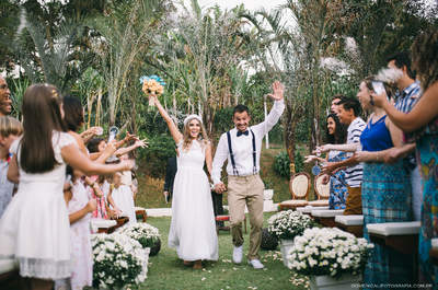 Jaqueline & Emanuel: casamento 100% DIY em clima de luau é pura magia!