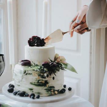 Aposte num estilo de bolos de casamento diferente | Créditos: Bakewell |  Foto: Meraki Studio