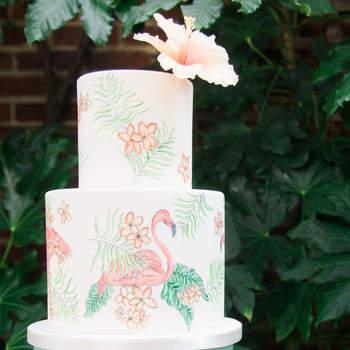 Inspiração para bolos de casamento de 2 andares | Créditos: Xander and Thea Photography