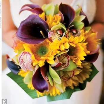 Las flores amarillas con morado son una buena opción para una boda en verano. Foto de Kristen-Photography