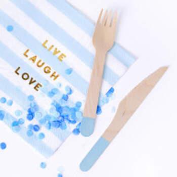 Couverts En Bois Avec Imprimé Bleu Clair 18 Pièces - The Wedding Shop !