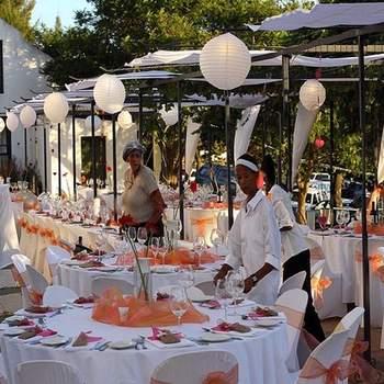 Ballons blancs version boule chinoise : ultra élégant surtout lors d'une réception en extérieur. - Photo : warrenski