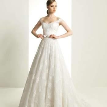 """As criações de Zuhair Murad para Rosa Clará 2013 inspiraram-se na 'Idade da Beleza'. Resultado: vestidos de noiva impecáveis, volumosos e sofisticados, com belíssimos apontamentos em renda e bordado.  <a href=""""http://zankyou.9nl.de/ijc8"""" target=""""_blank"""">Descubra a nova colecção 2015 de Rosa Clará</a>"""