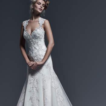 """Os apliques extra de rendas, acentuados com cristais Swarovski, percorrem todo o comprimento deste extravagante vestido de noiva evasê, com decote coração e ilusão de renda nas costas. Acabamento com botões de cristal sobre o fecho de zíper.  <a href=""""http://www.sotteroandmidgley.com/dress.aspx?style=5SR604&amp;page=0&amp;pageSize=36&amp;keywordText=&amp;keywordType=All"""" target=""""_blank"""">Sottero and Midgley</a>"""