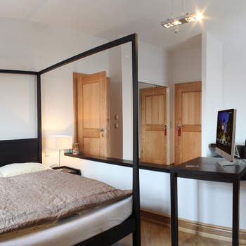 """In so einem Zimmer können es sich Ihre Gäste gemütlich machen   <a href=""""http://www.schloss-romrod.com"""">Schloss Romrod</a>"""