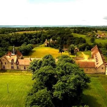 Photo : Château de la Crête - À Audes dans l'Allier, en plein cœur du Bocage Bourbonnais et non loin de la capitale, ce lieu bénéficie d'une localisation idéale.