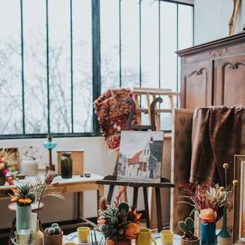 Photo : Margaux Pastor - Papeterie : Atelier Eksento - Vaisselle : Boutique nous - Figurines : Boutique Esquipulas - Fleurs : Aude Rose