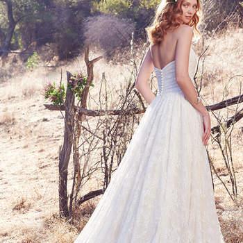 Der seidige Stoff sorgt bei diesem Brautkleid definitiv für Glanzmomente.