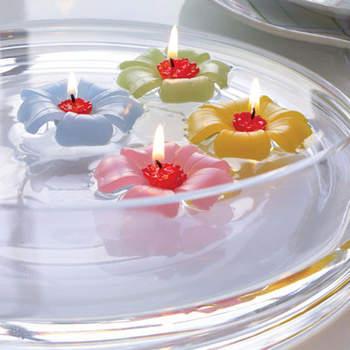 En centre de table ou sur un buffet, ces bougies en fleurs colorées vont faire sensation ! Source : weddinggdpotonline.com