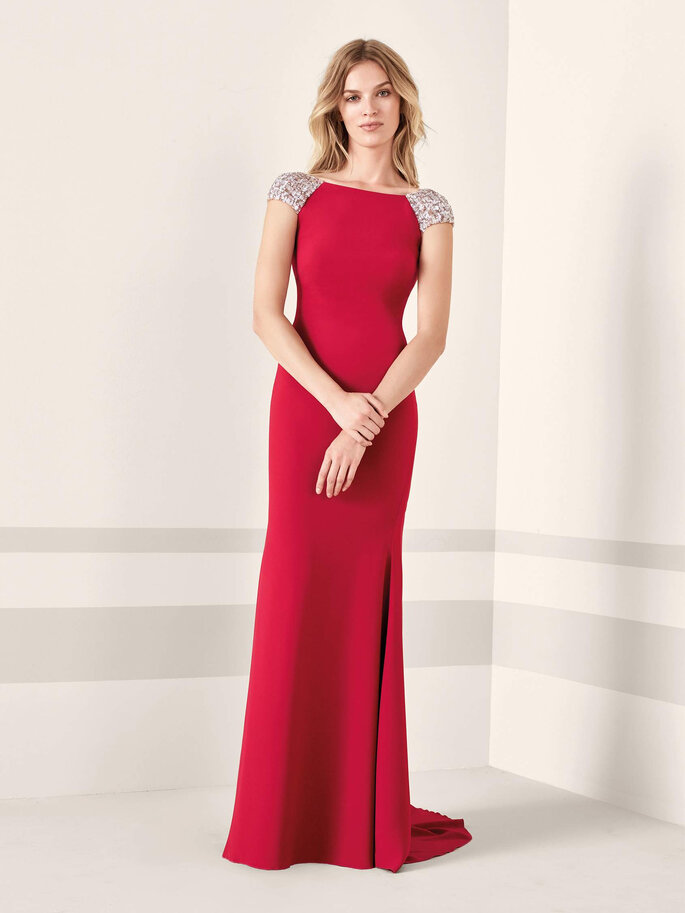 Robe de soirée rouge avec des manches