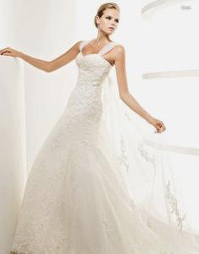 La Sposa 2010 - Leza, vestido largo en encaje, sedas y tul, de escote en forma de corazón con tirantes en seda