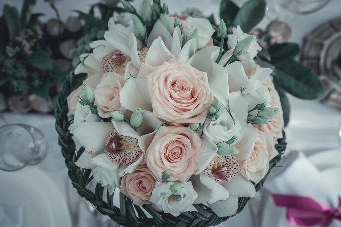 Un bouquet de fleurs dans les tons pastels réalisée par l'agence à la veille d'un mariage.