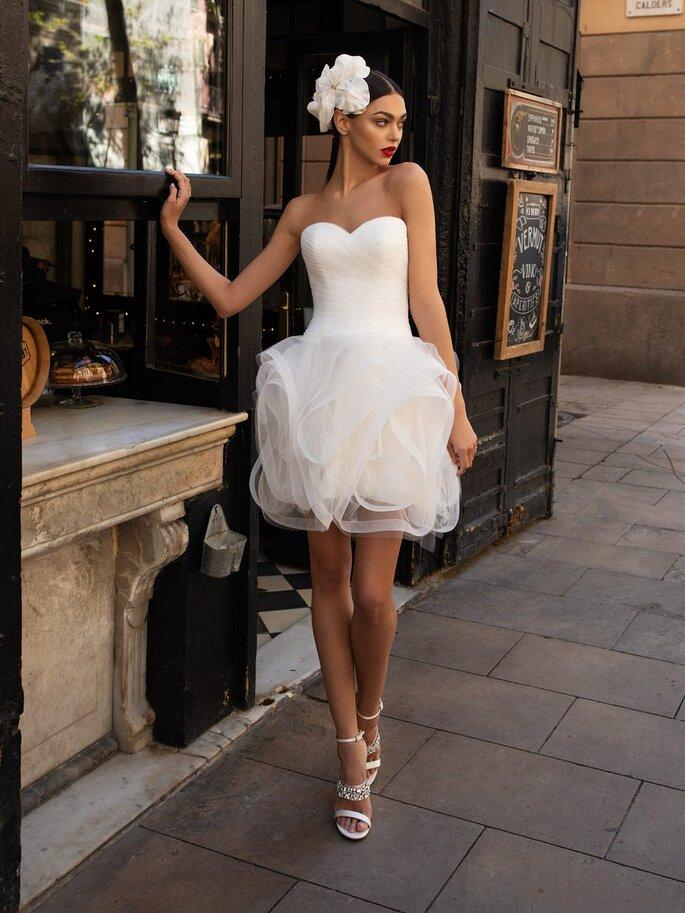 Vestido de novia para boda civil Pronovias Vestido de novia corto con escote corazón y espalda descubierta