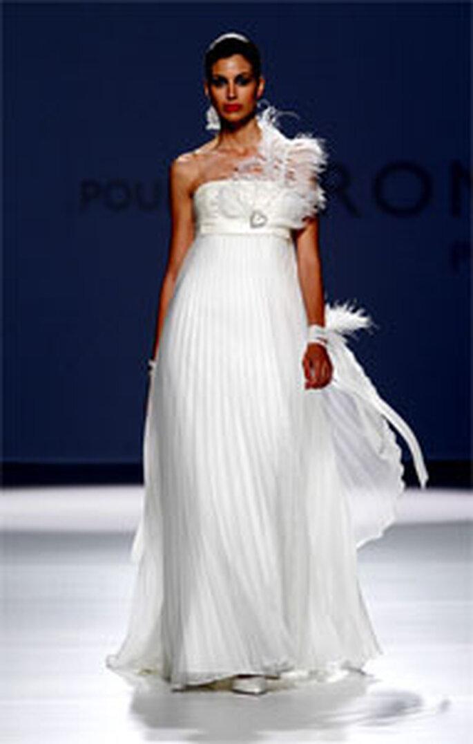 Robe de mariée avec plumes Pronuptia 2011