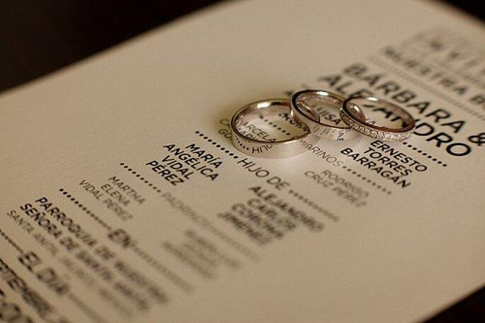Fotografía tus anillos de boda con fondos únicos y divertidos. Fotografía Alberto del toro